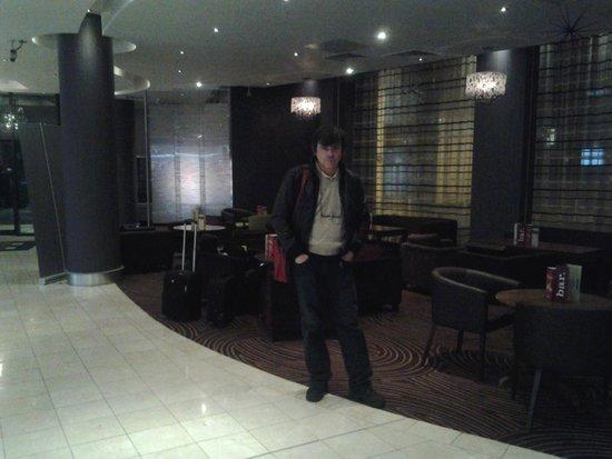 Jurys Inn Leeds: Hall, recepcion