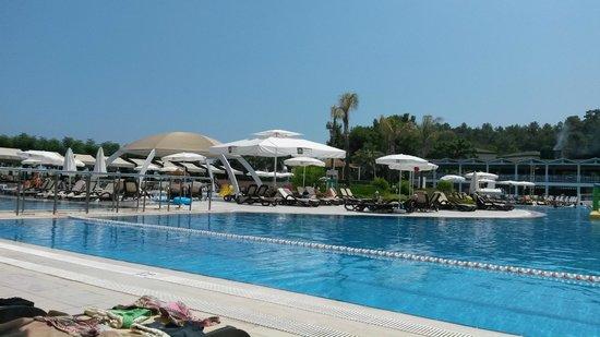 Amara Dolce Vita Luxury: Havuz