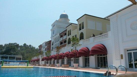 Amara Dolce Vita Luxury: Ek binalar ve havuz