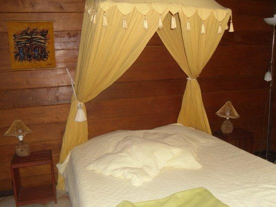 Baobab et Palmiers : chambre du bungalow Alamanda