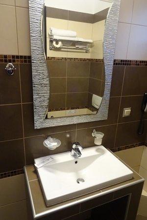 Hotel Meteoritis : moderne badeværelse