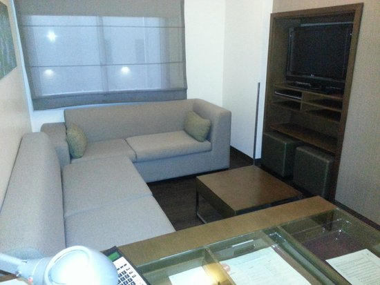 Element Las Vegas Summerlin: Hide-a-bed sofas in TV room