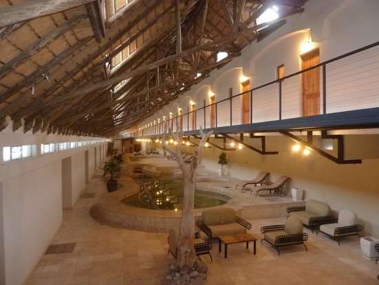 Ai-Ais Hot Springs Resort : Central area with rooms upstairs.