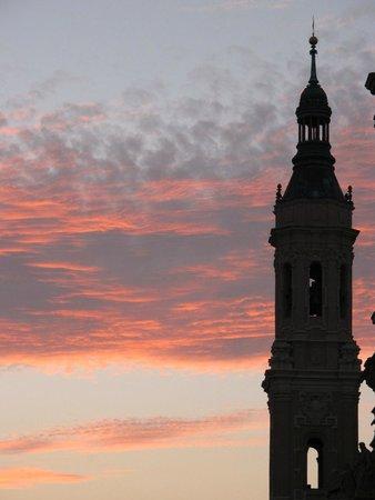 NH Ciudad de Zaragoza: закат