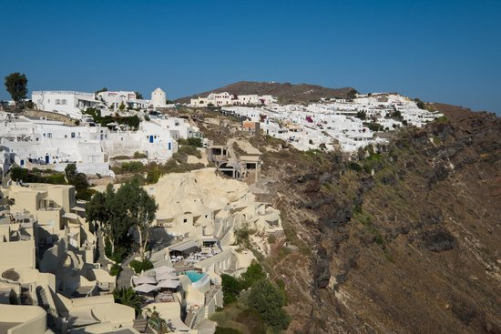 Mystique Luxury Collection Hotel: Oia to the side