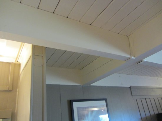 Earthbox Inn & Spa: open floor joists make for noise from above,they provide complimentary earplugs...nice. *rolls e