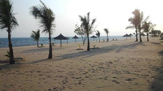The Makokola Retreat: View of beach from the restaurant