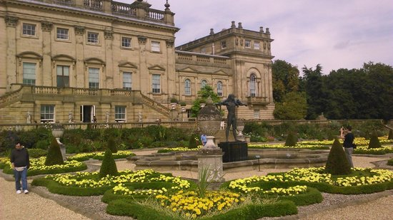 Statue on terasse at harewood picture of harewood house for Harewood house garden design