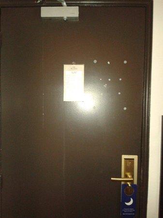 Hotel Le Clery: Pas de plan d'évacuation