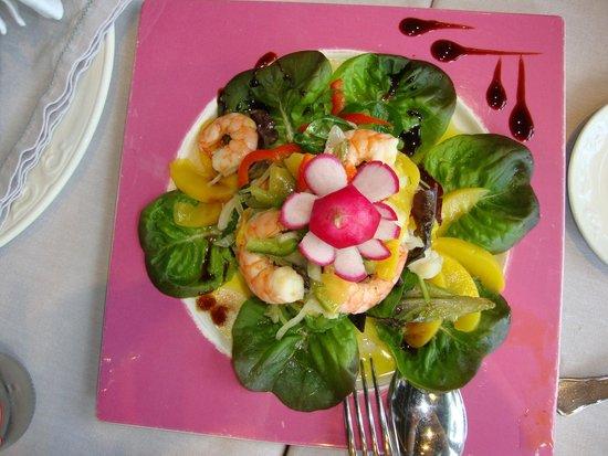 Hosteria El Caserio : Preciosa y deliciosa ensalada del Marino con rape y langostinos