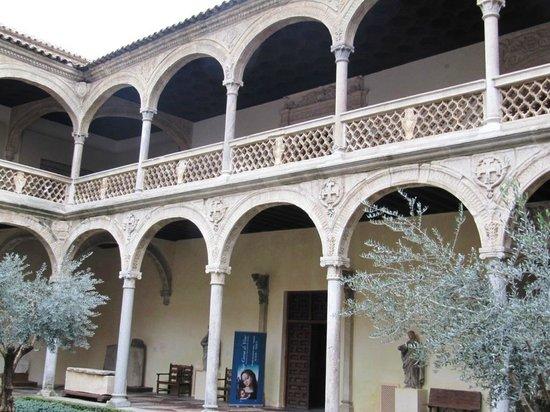 Monastery of Santo Domingo de Silos: Стена монастыря