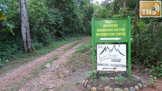 Equator Snow Lodge: Lodge entrance