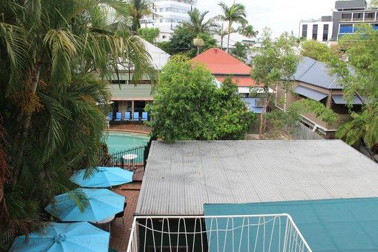 Aussie Way Backpackers Hostel: Vista parte trasera
