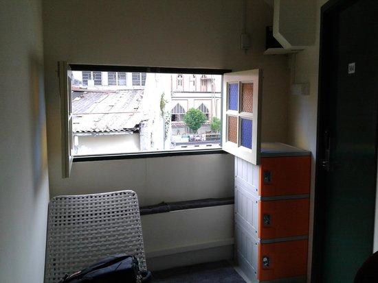 Superb Hostel: window on hall way