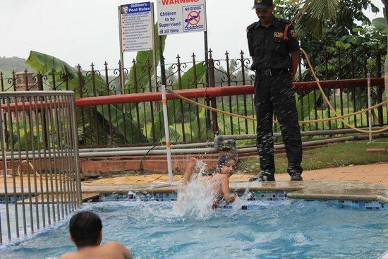 Fortune Acron Regina: Pool