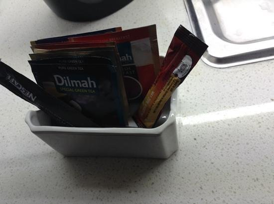 Novotel Twin Waters Resort : This is the tea, coffee & no sugar that was offered in the kitchen :(