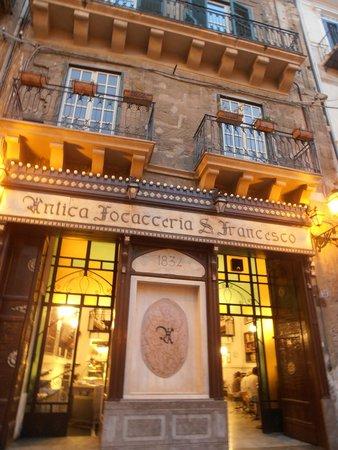 Antica Focacceria San Francesco: facciata