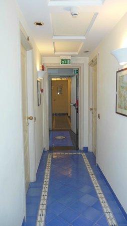 Hotel del Mare: Corridor