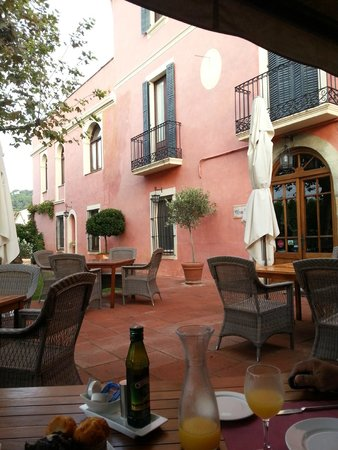 Hotel Mas de Baix : The terasse in fron of the hotel