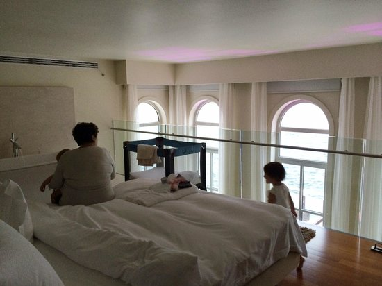 Ajia Hotel: soppalco della suite deluxe