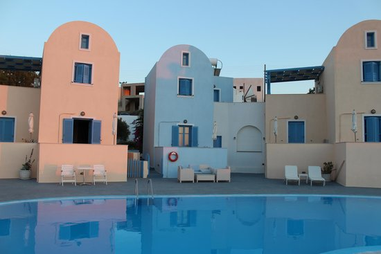 Maria's Place : The appartments from the side of the pool