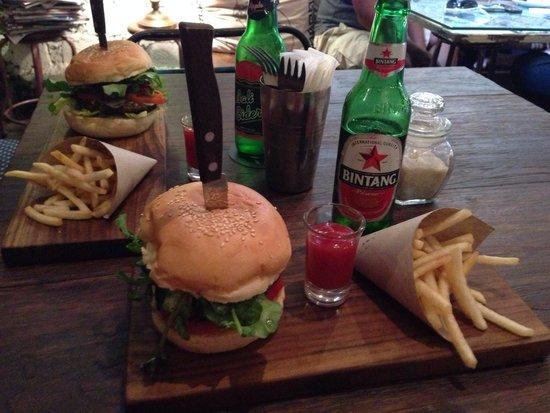 Revolver Espresso: Amazing burgers!
