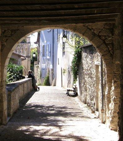 Chambre d'Hotes Quartier Plaisance: Picturesque cobbled streets