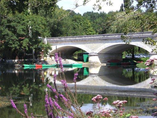 Chambre d'Hotes Quartier Plaisance: Canoe hire at the river