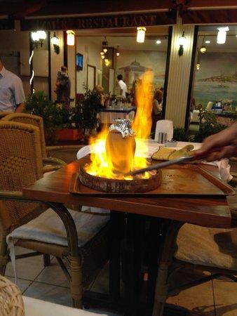ANTAKYA Restaurant: Este plato se hace en horno de carbón