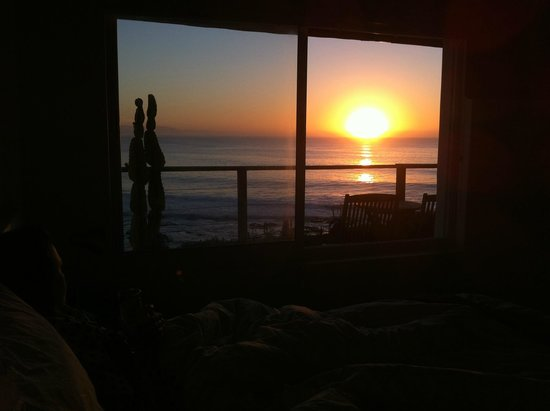 African Perfection Jeffreys Bay : Sunrise from bed