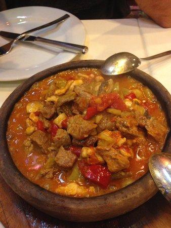 ANTAKYA Restaurant: Rompen la cerámica y lo ponen en el plato