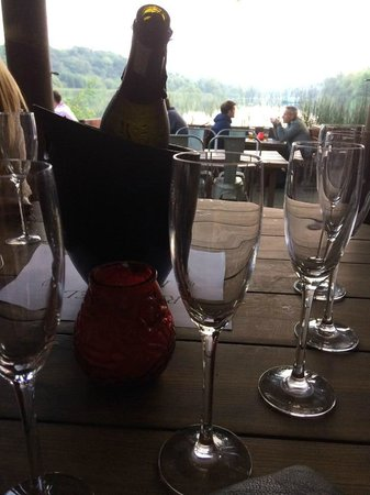 The Wiremill Lakeside Pub & Inn: Champs by the Lake
