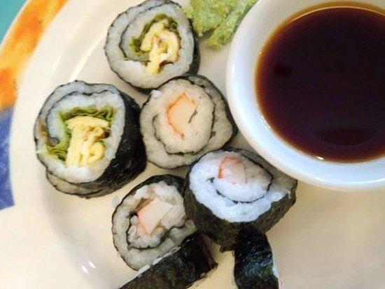Novotel Yogyakarta: 朝食には海苔巻と味噌汁、おしんこといった日本食がありました。