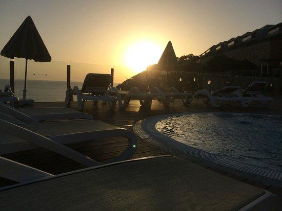 Serenity Apartments: En la piscina