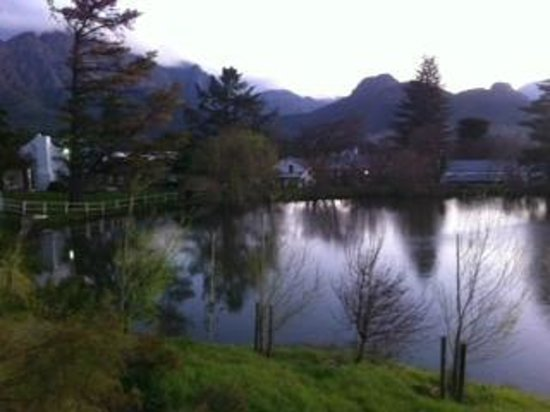 Bo La Motte Farm Cottages : Upper dam overlooking farm cottages