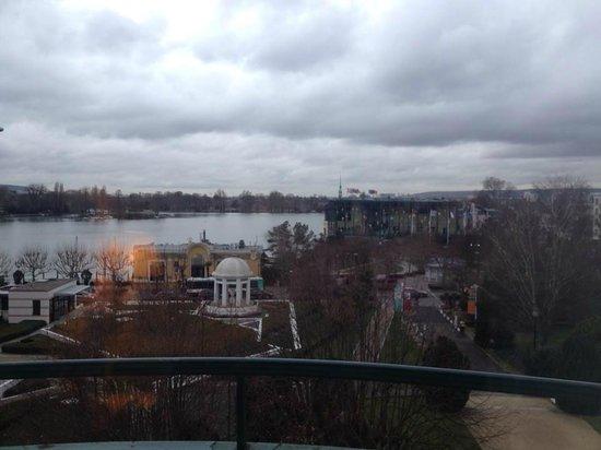Hotel Barriere Le Grand Hotel: Vue sur le lac