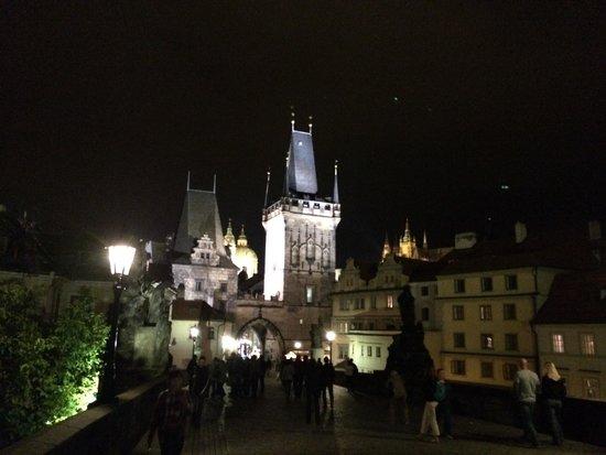 Malostranska Residence: Blick auf die Karlsbrücke