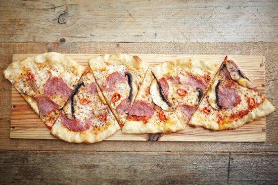 PizzaLuxe Pizza Salami