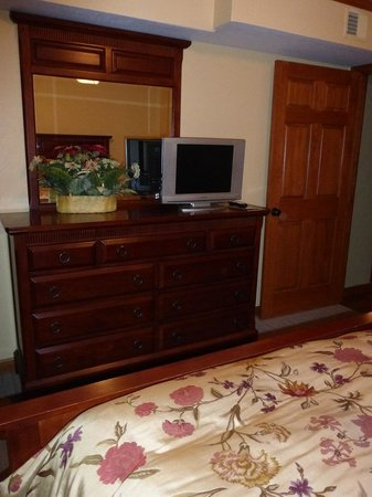 Bedroom #2 (TV, Dresser, Mirror) Mountain Village Inn Condominiums
