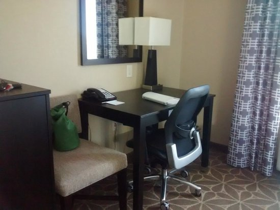 Hampton Inn & Suites Houston-Katy: DESK