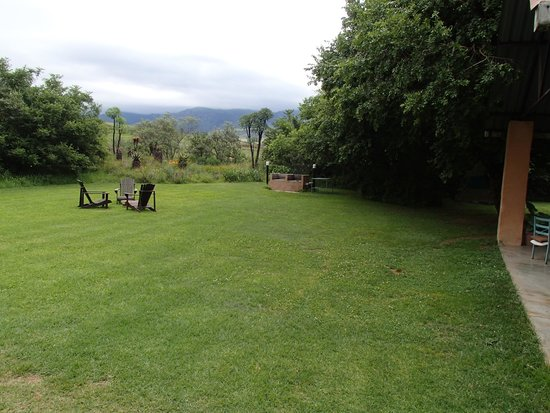 Inkosana Lodge : View to the other braai-place...