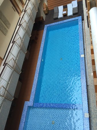 Rivavi Fashion Hotel: Pool view from gold room