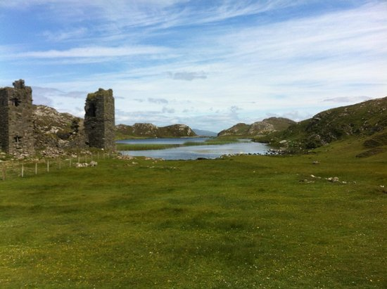 Three Castle Head: Dunlough Castle at Three Castles Head