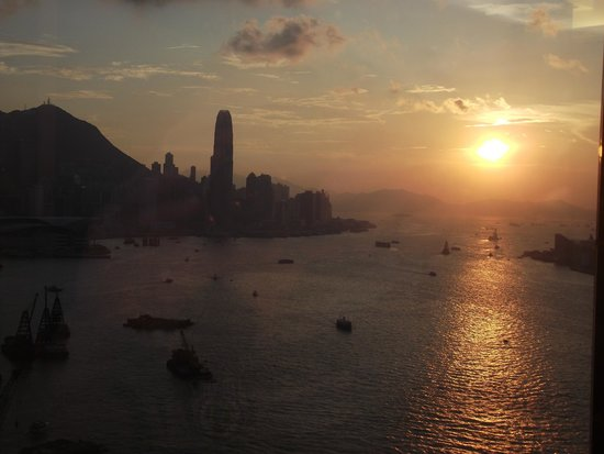 Harbour Grand Hong Kong: Sunset from room