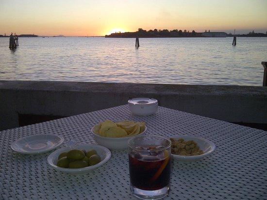 Essentiale : l'aperitivo al tramonto