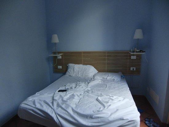207 Inn: Кровать