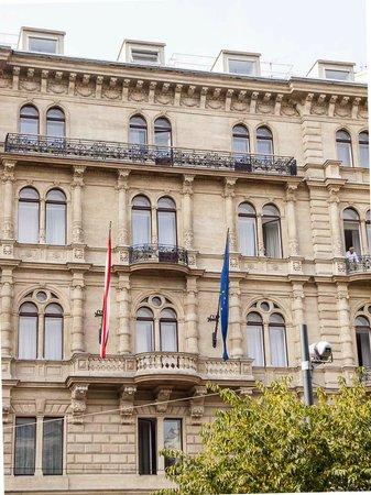 K+K Palais Hotel: Außenansicht vom Park