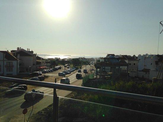 Surfers Lodge Peniche: Blick von der Dachterrasse Richtung Strand