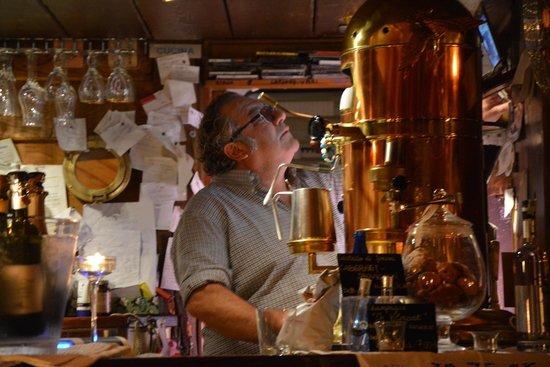 Hotel Serena: Le patron, son lecteur CD et sa magnifique machine à café