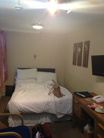 The George Hotel: Not much room